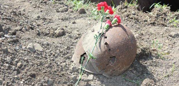 Онука героя Другої світової відмовилася хоронити діда, останки якого знайшли слідопити