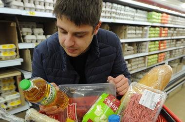 Украинцев ждет радикальное подорожание алкоголя и сигарет: изменения в Налоговый кодекс