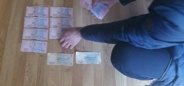 СБУ на Черниговщине задержала на взятке старшего инспектора таможни