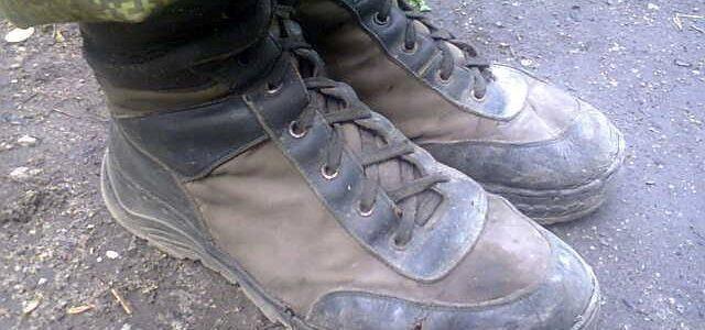 """В соцсетях подняли на смех жалкий вид боевиков """"ДНР"""" и их рваную обувь"""