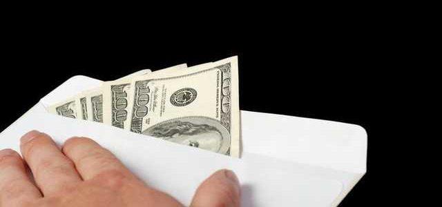 В Днепре чиновника горсовета задержали за взятку в 10 тысяч