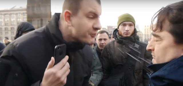 """Руководитель организации """"C14"""" Карась заплевал лицо редактору """"Страна.ua"""" Гужве: видео"""