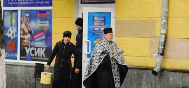 В Одессе батюшка освятил незаконное казино