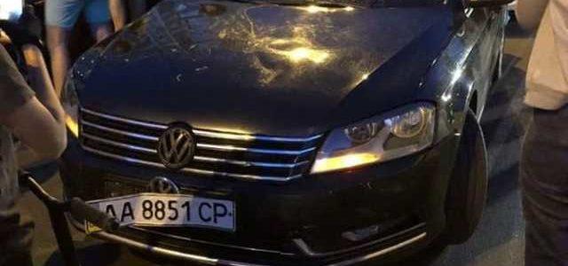 В Киеве авто кортежа сбило ребенка: видео первых минут ДТП