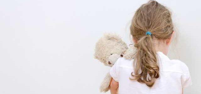 Брал на выходные и совращал: в Николаеве отец растлил 4-летнюю дочь