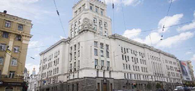 Смертельное нападение в Харькове: появилось первое видео из холла мэрии