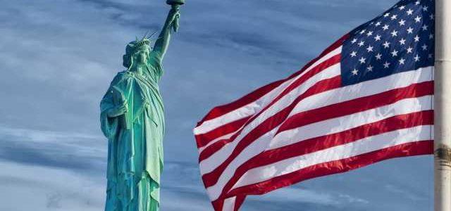 Появилось видео, как в США протестующие снесли памятник конфедератам за спасение белой расы