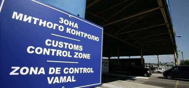 Кража 37 контейнеров: Продан отстранил от работы главу Одесской таможни