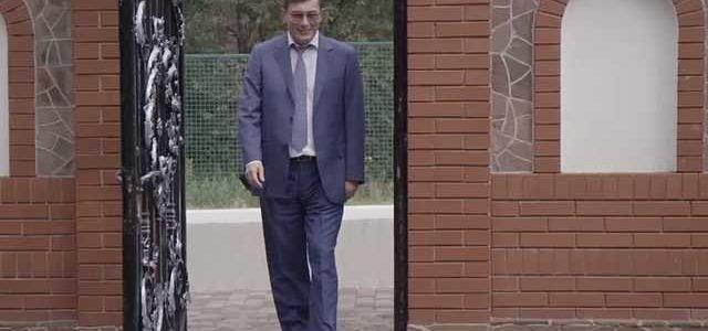 """""""Одни собирают на АТО, другие тратят на клипы"""". Зачем Луценко заказал себе рекламу, в которой обнимается с собакой"""