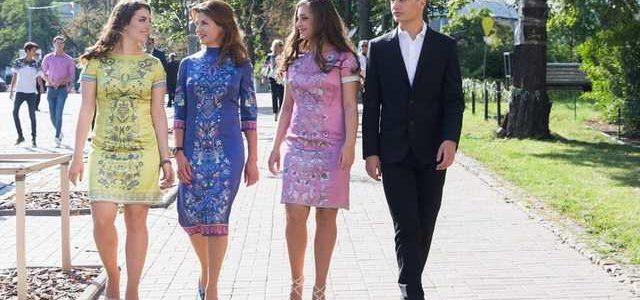 Платья, в которых Марина Порошенко с дочками появились на День независимости, шили почти месяц