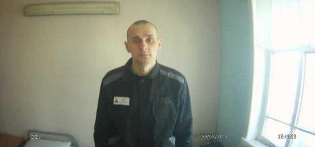 """""""Вірю в добрий кінець"""". Політв'язень Сенцов написав листа правозахисниці"""