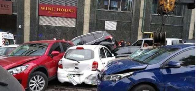 В ДТП на Печерске в Киеве был поврежден 21 автомобиль