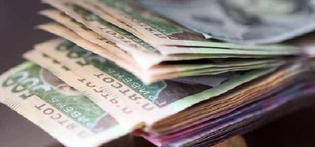 Средняя зарплата в Украине превысила 9 тысяч гривен