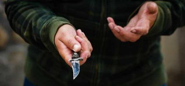 В Полтавской области задержали банду вымогателей, которые пытали пенсионеров раскаленным утюгом