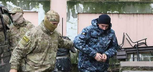 Захваченных украинских моряков срочно вывозят из Крыма
