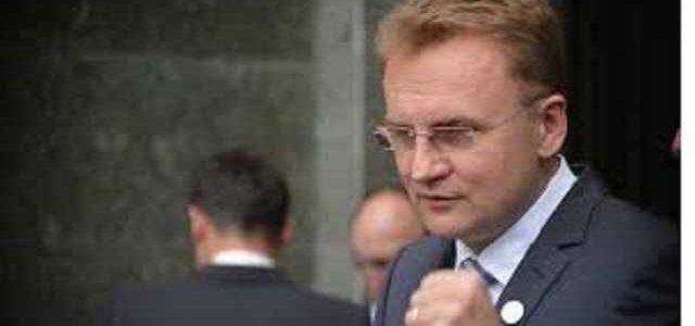 Садовой призывает Порошенко не скупать голоса, закрыть ботофермы и уволить Семочко
