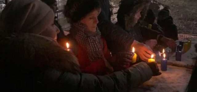 В Днепре зажгли 242 свечи в память защитников Донецкого аэропорта