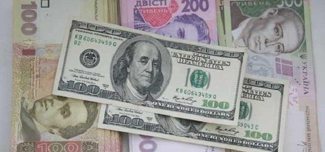 """""""Минималка"""" 300 долларов: эксперт объяснил, когда украинцам ждать роста зарплат"""