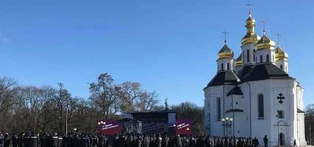 """Под крики """"Ганьба!"""" Как Порошенко в Чернигове выступал"""