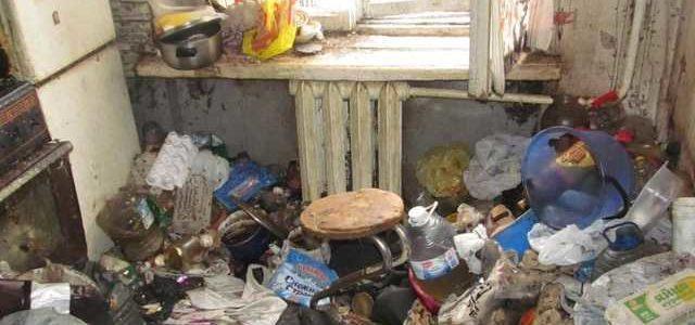Ветерану АТО из Запорожья выделили комнату с трупом прежнего хозяина и горой мусора