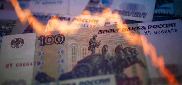 Рубль рухнет: в России бьют тревогу из-за новых санкций США
